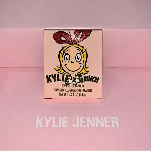 Kylie Jenner Grinch highlighter